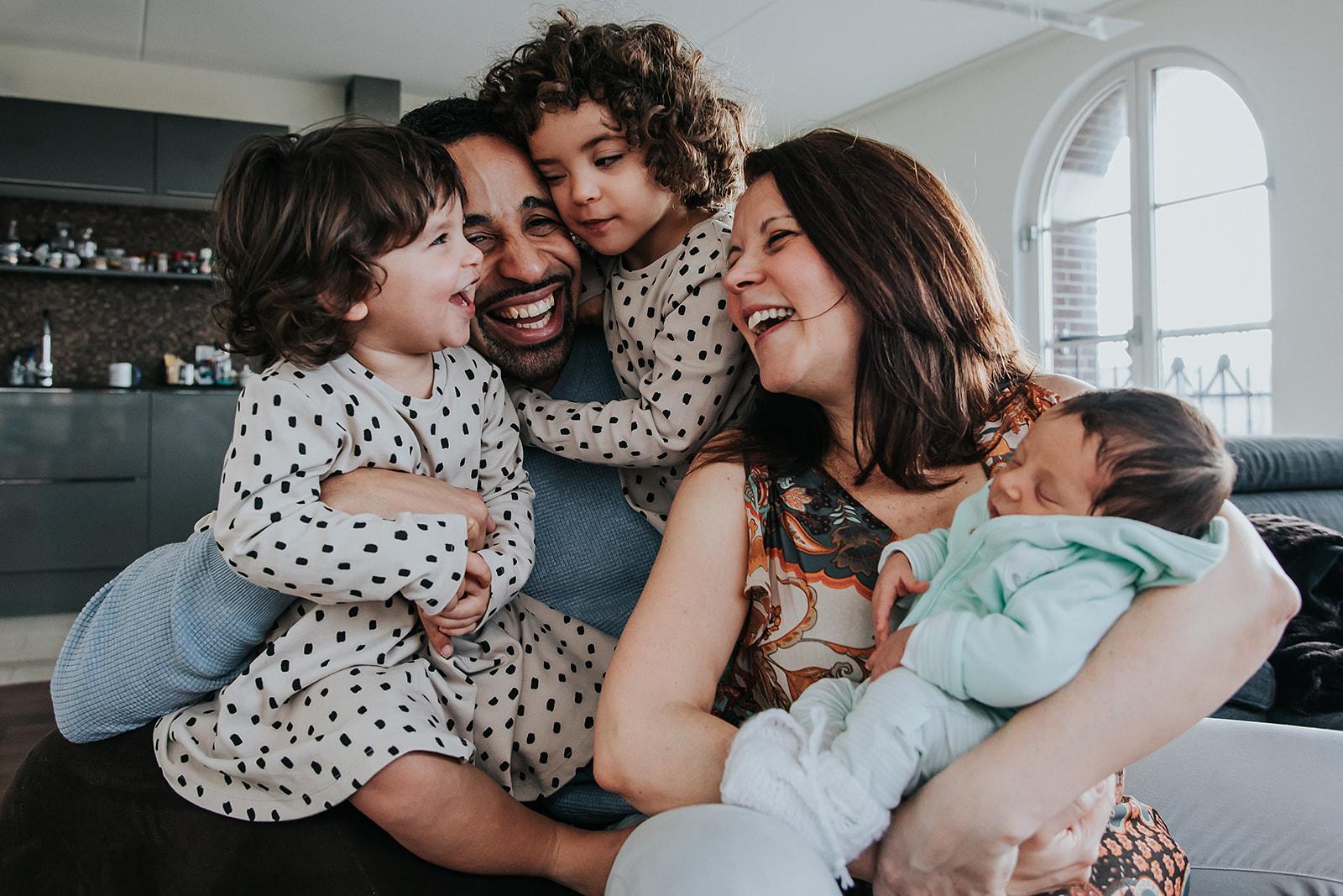 Trotse papa met 3 dochters